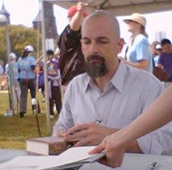 Neal Stephenson en una firma de libros