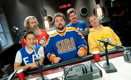 Kevin Smith junto a los protagonistas de Comic Book Men